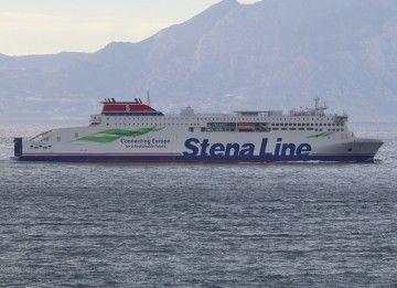 """El buque """"Stena Estrid"""", a su llegada a la bahía de Algeciras"""