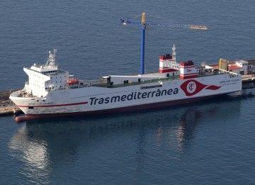 """El buque """"Superfast Levante"""" luce la nueva imagen corporativa de Trasmediterránea"""