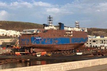 """El ferry """"San Valentín 3"""", varado en el carro de Astilleros Zamakona"""