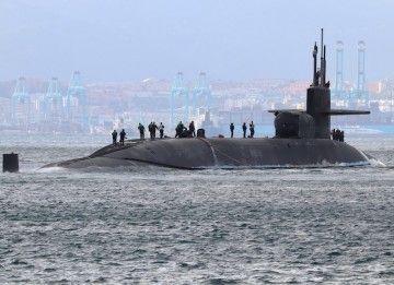 "El submarino nuclear USS ""Florida"", a su salida ayer tarde de Gibraltar"