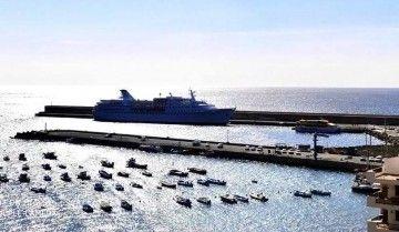 """El buque """"Ocean Majesty"""", ex """"Juan March"""", atracado en Valle Gran Rey"""