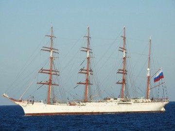 """El velero ruso """"Sedov"""", a su llegada al puerto de Las Palmas de Gran Canaria"""