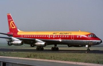 El avión DC-8 EC-CAD de Air Spain, en el aeropuerto de Dusseldorf