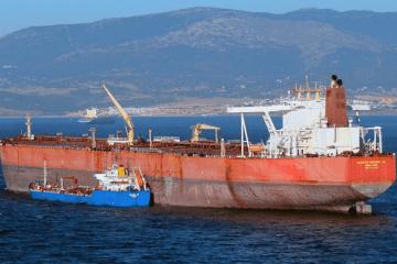 Este es el petrolero asaltado. En la imagen, en su anterior etapa, fondeado en Gibraltar