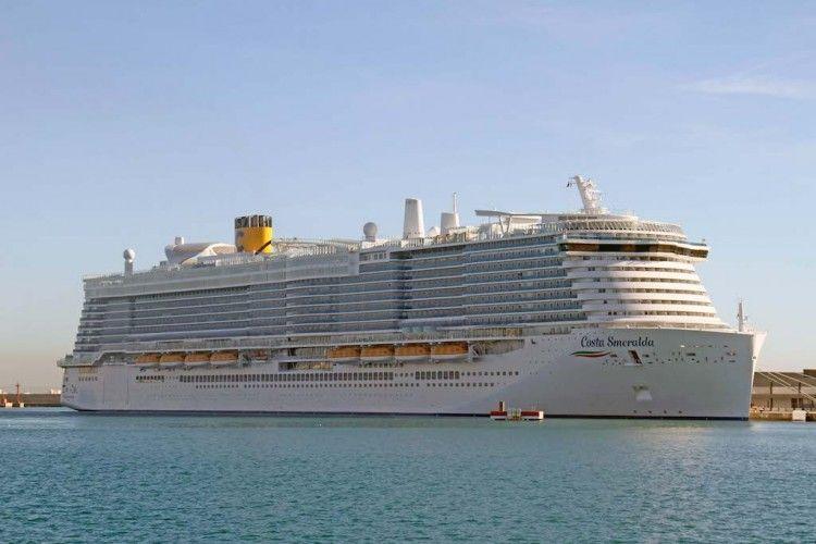 """El imponente """"Costa Smeralda"""", esta mañana, en el puerto de Palma"""