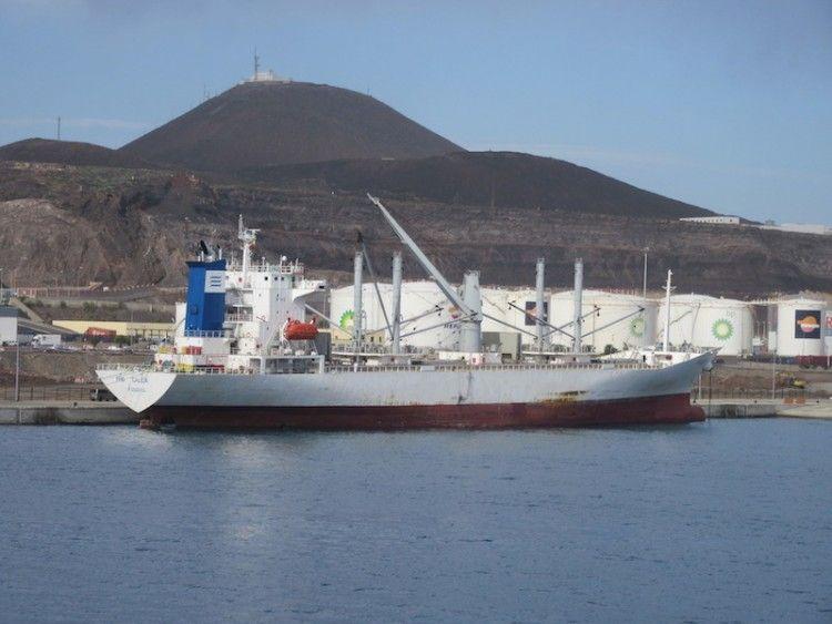 """El buque frigorífico """"Frío Galicia"""", atracado en el puerto de Las Palmas de Gran Canaria"""