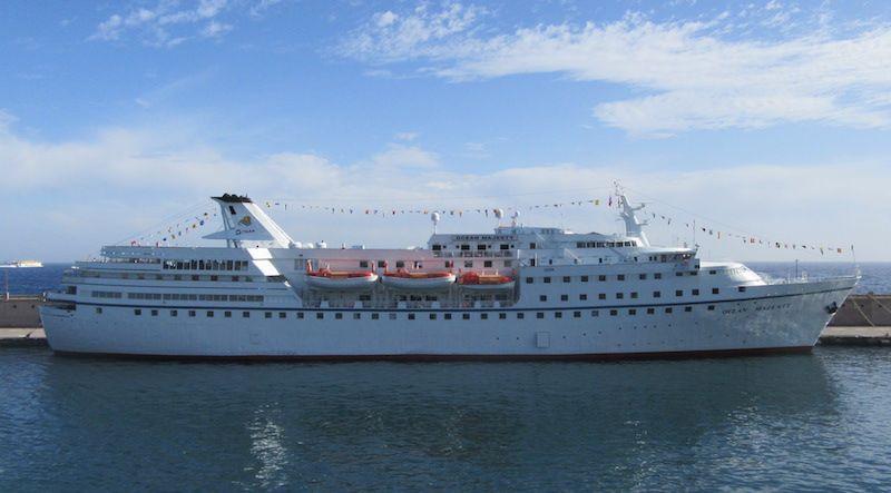 """El buque """"Ocean Majesty"""", en toda su eslora visto por la banda de estribor"""
