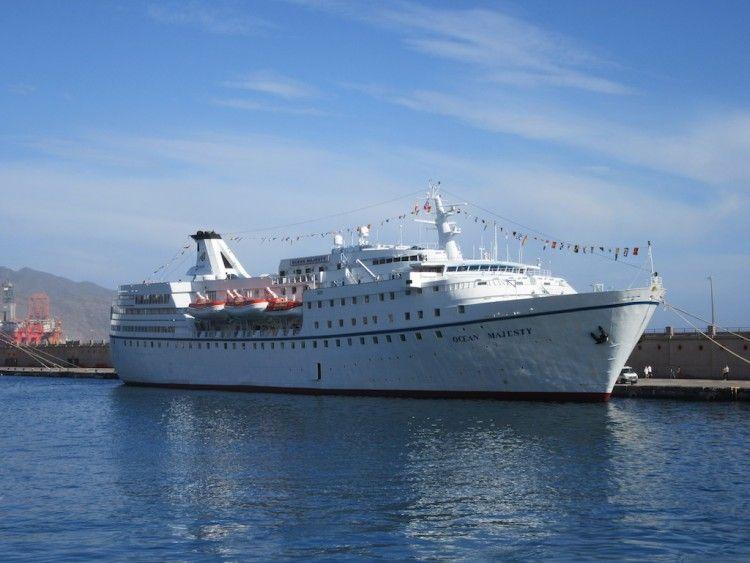 """El buque """"Ocean Majesty"""", en la escala del 26 de diciembre de 2019 en el puerto de Santa Cruz de Tenerife"""