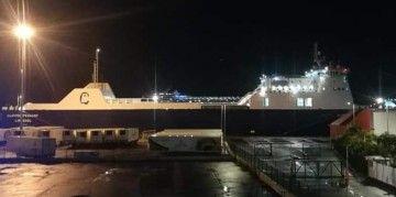 """El buque rolón """"Clipper Pennant"""" ha sido desprovisto de los logos de Balearia y Fred. Olsen"""