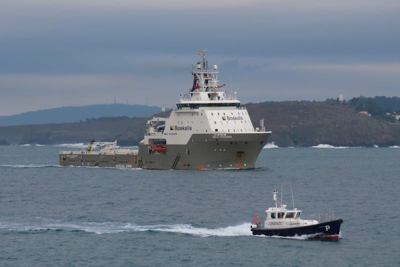 """El remolcador """"Boka Pegasus"""", a su llegada a la ría de A Coruña"""