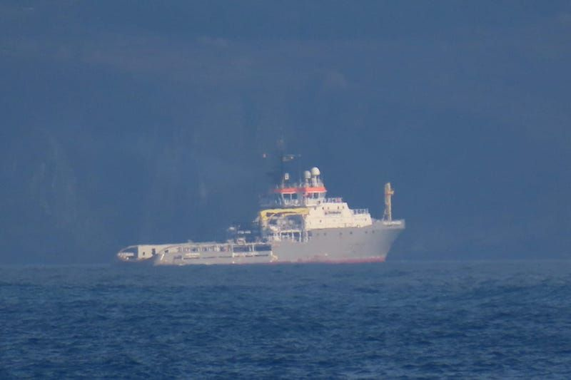 """El remolcador """"Union Princess"""", situado en la ría de Ares"""