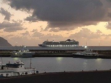 "El megacrucero ""Ventura"", a su llegada esta mañana al puerto de Santa Cruz de Tenerife"