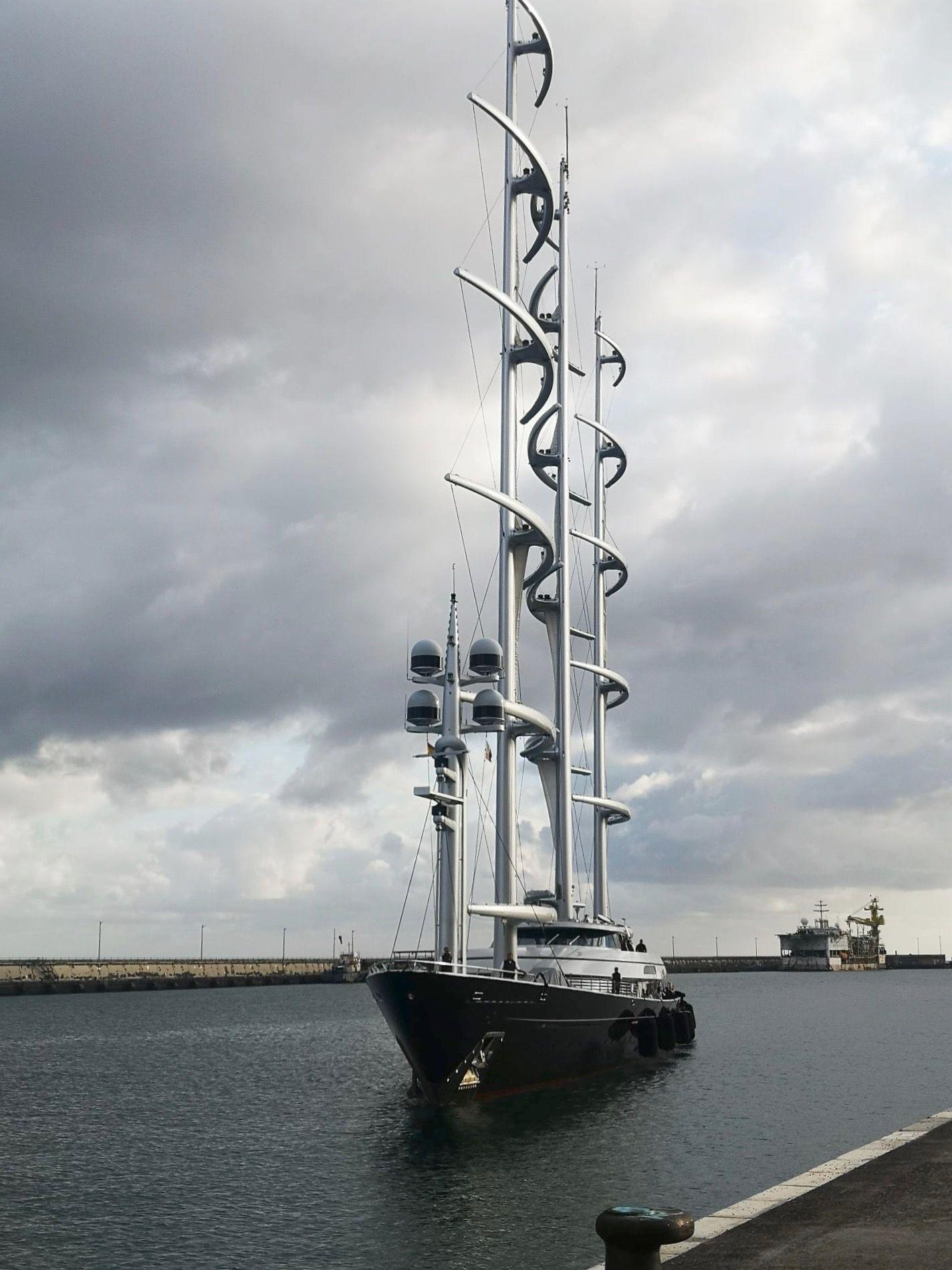 "Maniobra de atraque del yate velero ""Maltese Falcon"""