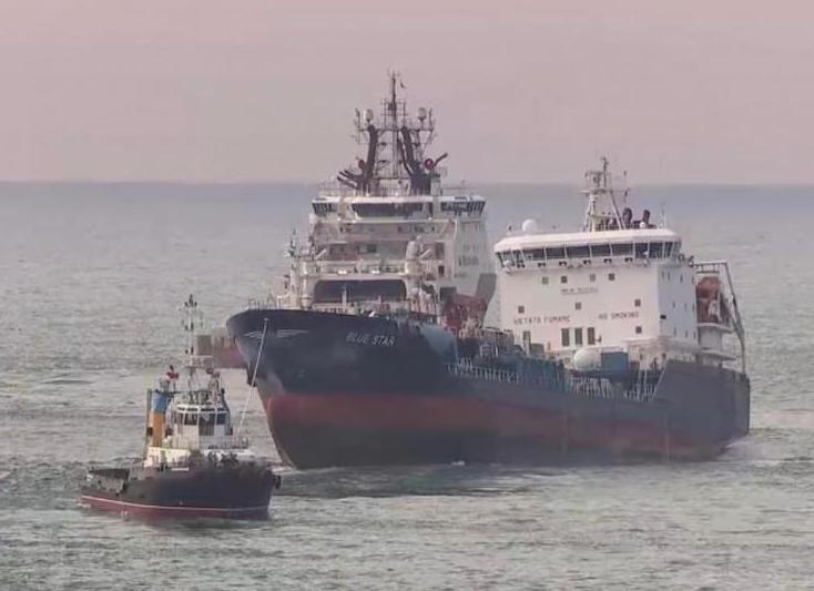 Tras el atraque en el puerto exterior de Ferrol, será inspeccionado con detalle