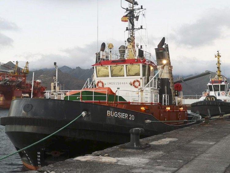 Los remolcadores de FairPlay están atracados en el puerto de Santa Cruz de Tenerife