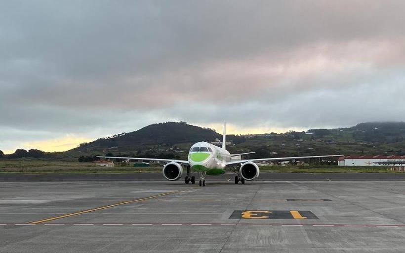Llegada del primer E2 de Binter a Tenerife Norte