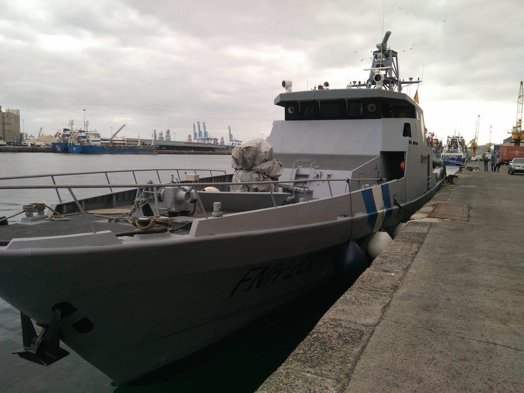 Vista de proa del buque patrullero atracado en el puerto de Las Palmas