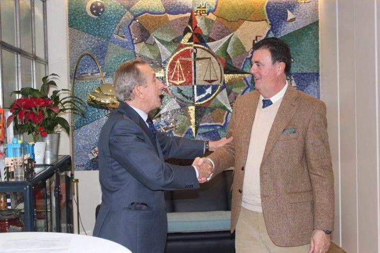 Miguel Ángel Lamet estrecha la mano de Diego de los Reyes