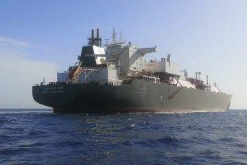 """El buque metanero """"Catalunya Spirit"""", en el antepuerto tinerfeño"""