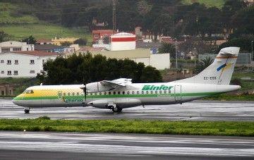 El primer avión ATR72 de Binter Canarias, EC-ESS, en el aeropuerto Tenerife Norte