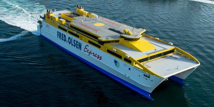 "Panorámica aérea del catamarán "" Betancuria Express"""