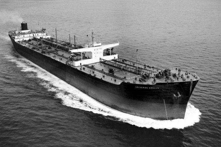 """El petrolero """"Universe Apollo"""", en sus pruebas de mar previas a su entrega"""