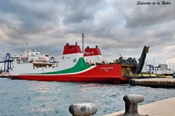 """El buque ropa """"Al Andalus Express"""", atracado en el puerto de Algeciras"""