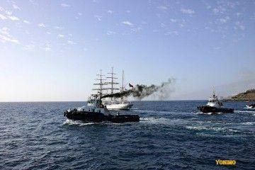 """El remolcador """"VB Tenerife"""", con más humos de lo normal"""