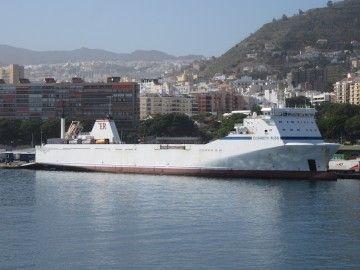 """El rolón """"Elizabeth Russ"""", en una de sus escalas en el puerto de Santa Cruz de Tenerife"""