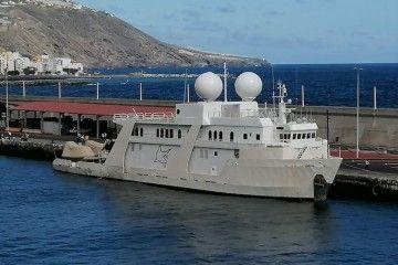 """El yate polar """"Explorer"""", atracado en el puerto de Santa Cruz de La Palma"""