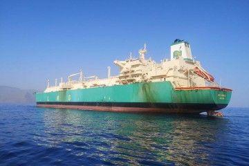 "El buque metanero ""LNG Lokoja"", fondeado en el antepuerto tinerfeño"