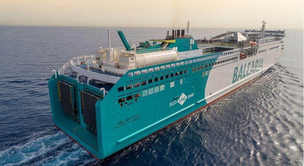 "Estampa marinera del ferry ""Abel Matutes"", propulsado por gas natural"