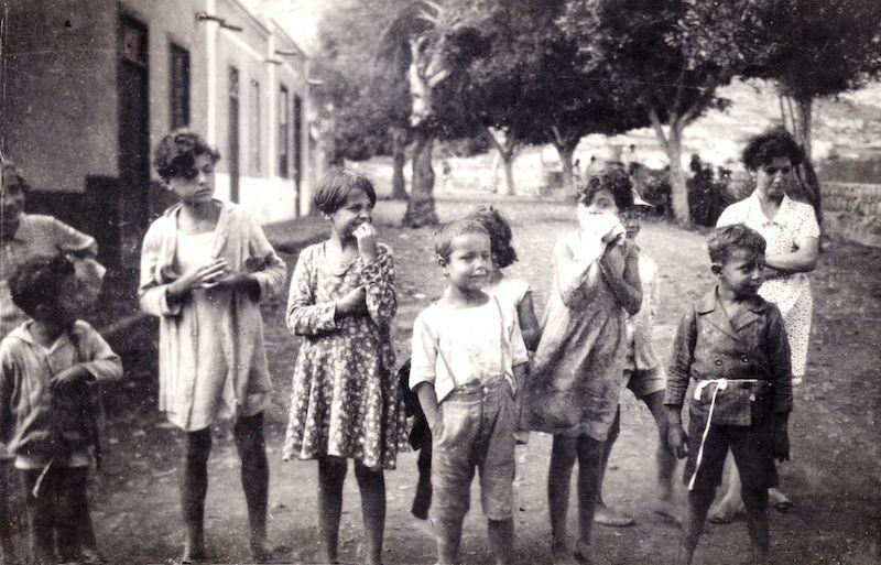 Grupo de niños de San Andrés (febrero de 1934) fotografiados por marinos finlandeses
