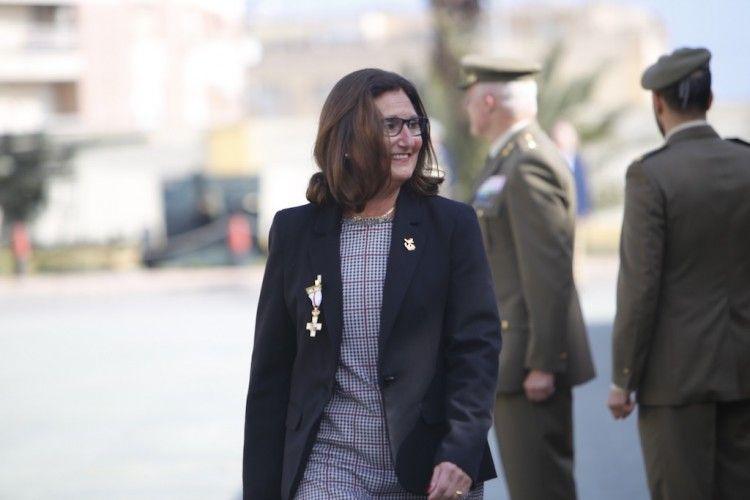 Pilar Rodríguez-Guerra Mozo sonríe tras la imposición de la condecoración