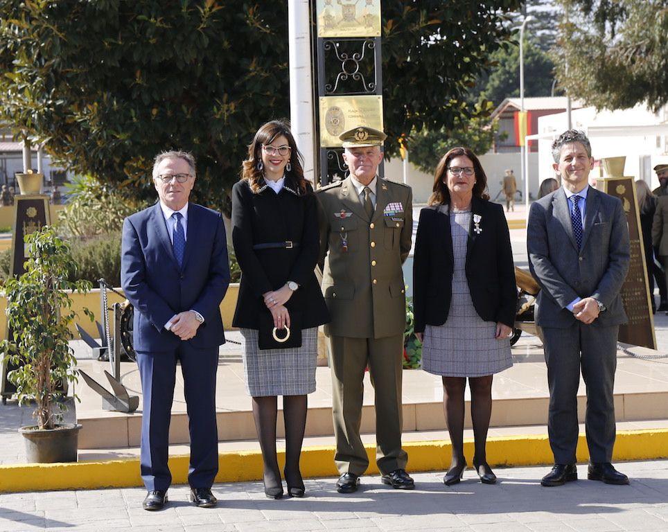 El general González de Alba y el presidente de la Ciudad, Eduardo de Castro, entre las autoridades asistentes