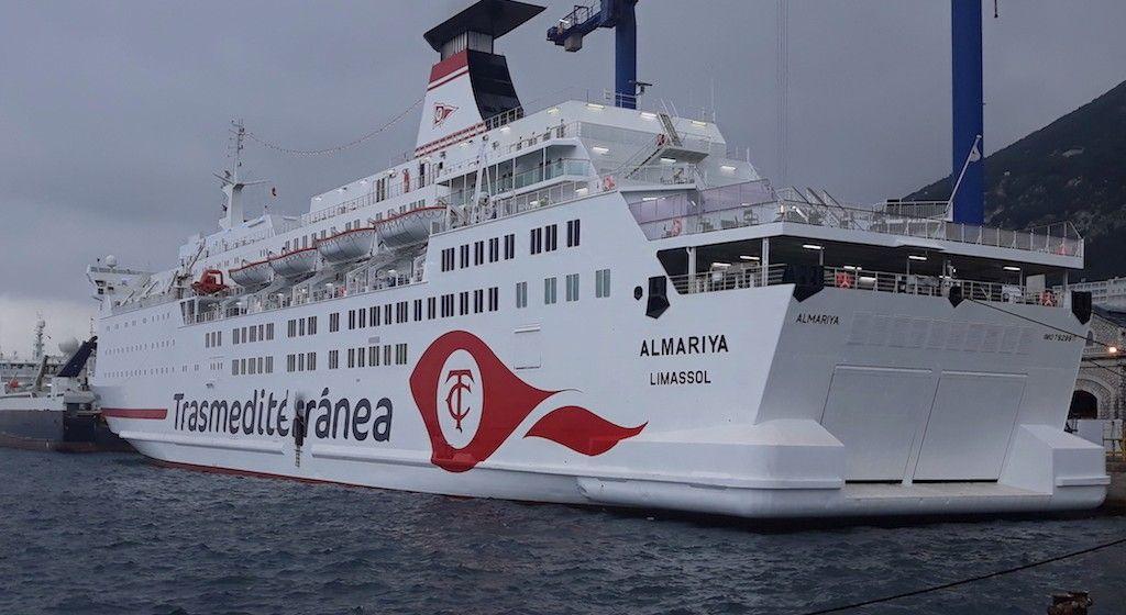 """El ferry """"Almariya"""", visto por la aleta de babor"""