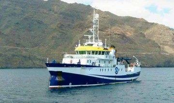"""El buque """"Ángeles Albariño"""", en una de sus escalas en el puerto de Santa Cruz de Tenerife"""