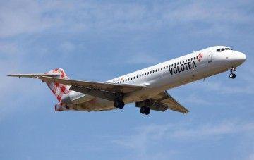 El avión B-717 EC-LQI, a punto de aterrizar en el aeropuerto de Barcelona