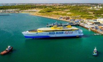 """Puesta a flote del trimarán """"Bajamar Express"""""""