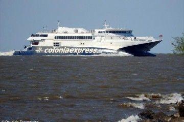 """El catamarán """"Atlantic Express"""" opera entre Uruguay y Argentina"""