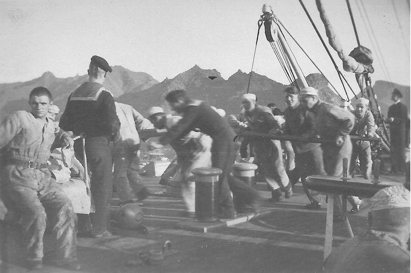 """Maniobra para virar cadena en el castillo del buque-escuela """"Suomen Joutsen"""""""