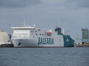 """El buque """"Marie Curie"""", atracado en el puerto de Las Palmas de Gran Canaria"""