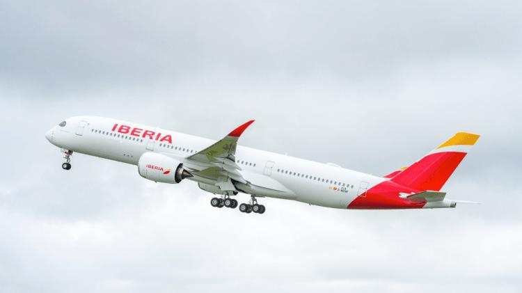 Iberia aplaza sus vuelos entre España y China hasta mayo, de momento