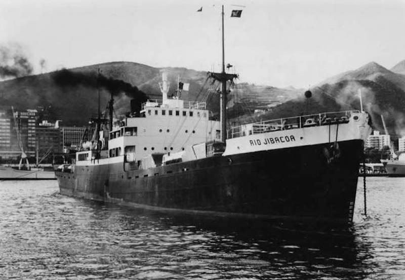 """El buque """"Río Jibacoa"""" maniobra en el puerto de Santa Cruz de Tenerife"""