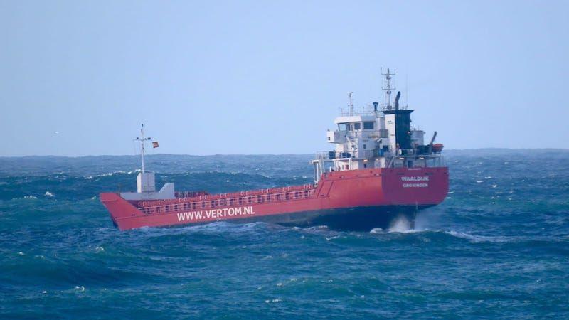 Ayer tarde la mar de fondo oscilaba entre 6 y 7 m