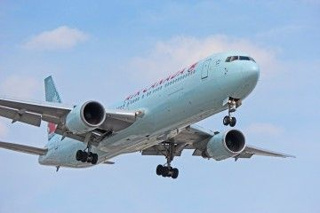 Un avión B767 de Air Canadá como el de la imagen, en problemas