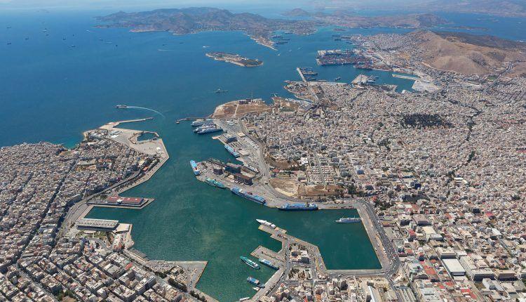 Panorámica de la ciudad y el puerto de El Pireo