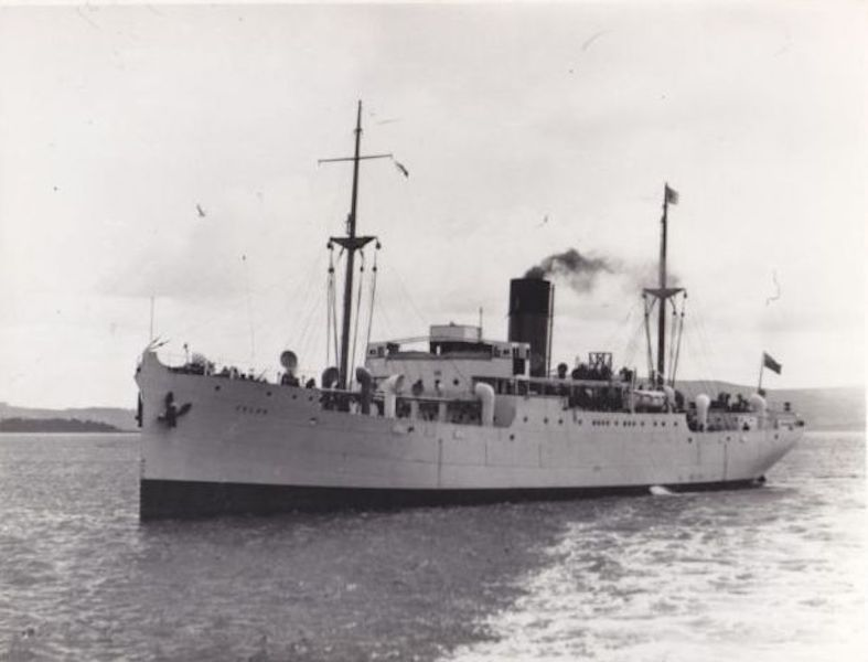 """El buque """"Telde"""", segundo de la serie, visto por la amura de babor"""