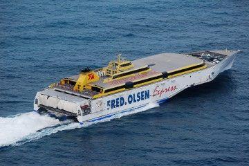 """El trimarán """"Benchijigua Express"""" está camino de Ferrol"""