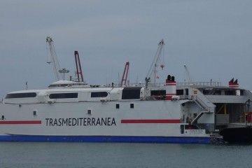 """El catamarán """"Ciudad de Ceuta"""" atiende la línea de Trasmediterránea"""
